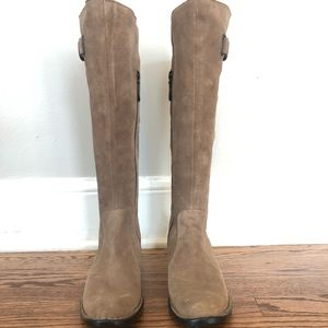 Like new Born beige/black suede & leather boots